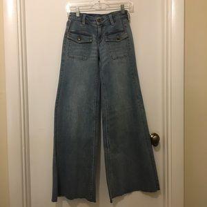 NWOT Regular Low Rise Wide Leg Jeans
